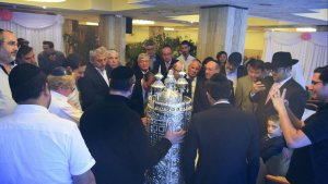 ceremonie-inauguration-de-sefer-torah-300x169
