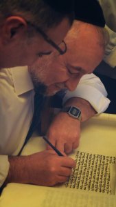 inauguration-de-sefer-torah-finition-169x300