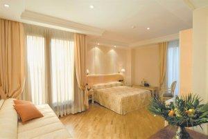 hotel-domus-caesari-triple-room-300x201